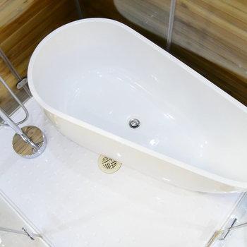ムンクの叫び、みたいな形のお風呂。
