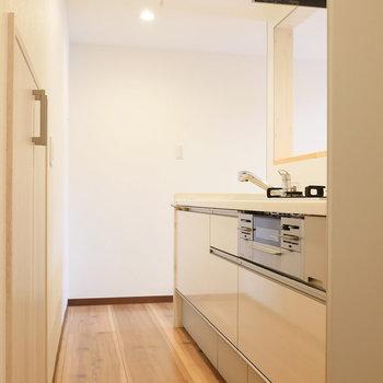 【LDK】キッチンはゆとりあります。