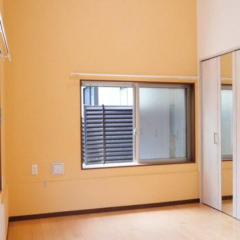 【洋室】天井高もあります。