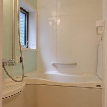 浴室乾燥機能があるので、洗濯物はここで。