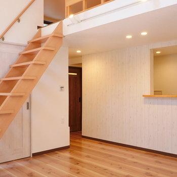 【LDK】ロフトの階段がドンと。