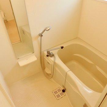 広々お風呂です。※写真は前回募集時、クリーニング前のものです
