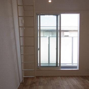 明るいです※写真は2階の同じ間取りの別部屋