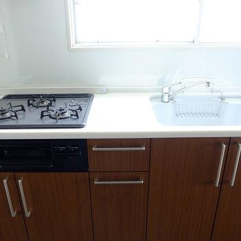 木目の可愛いキッチンは家具みたい