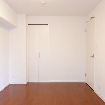 【洋室2】クローゼットはこちらに。