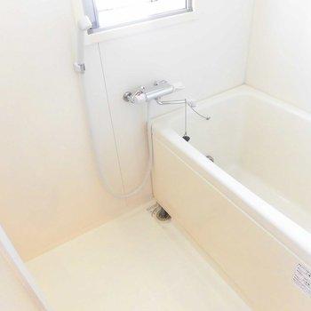 お風呂は普通 ※2階同間取り別部屋の写真です