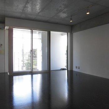 キッチンからの風景です ※2階同間取り別部屋の写真です