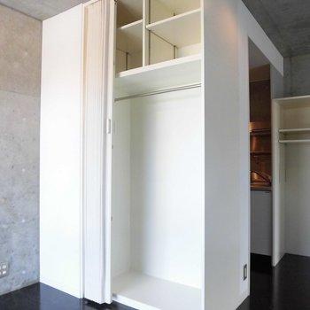 お部屋にはたくさんの収納あり ※2階同間取り別部屋の写真です