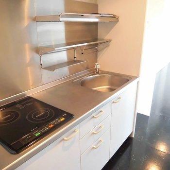 ステンレスのキッチン ※2階同間取り別部屋の写真です