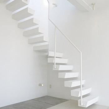 美術館のような階段にうっとり!