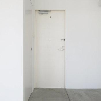 玄関はとってもシンプル〜!