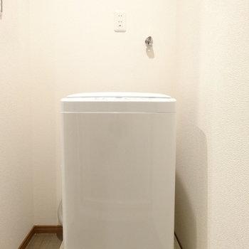 洗濯機もついてます。やったね。※写真は以前工事したお部屋です。