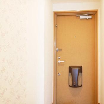 玄関横にはアクセントクロス