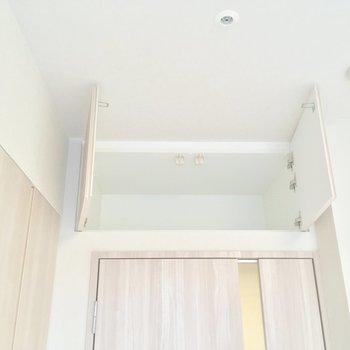 こんなところにも収納が!※写真は12階の同間取り別部屋のものです。