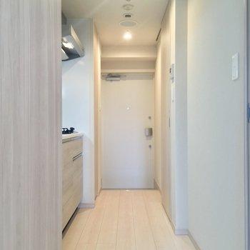 水回りは玄関から直接アクセス。※写真は12階の同間取り別部屋のものです。
