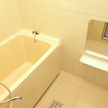 お風呂レトロまでいかないけど。懐かしい※写真は類似間取り別部屋のものです。