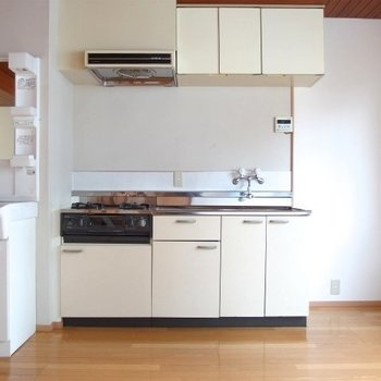 キッチンはどこか懐かしい※写真は類似間取り別部屋のものです。