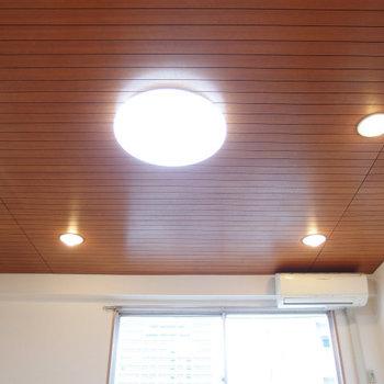 この板張り天井がミソ!※写真は類似間取り別部屋のものです。