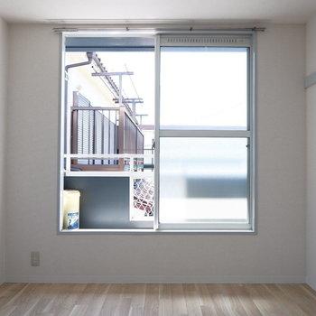 こちらにも陽の光入ります。※2階別部屋同間取りの写真です。