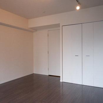 ゆったり間取りですね。※写真は6階の反転似た間取り別部屋のものです