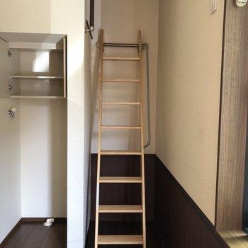 しっかりしてるロフトへの階段。のぼってみましょう。