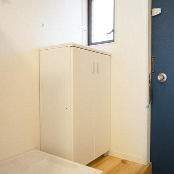 【イメージ写真】玄関前に洗濯置き場がきます!