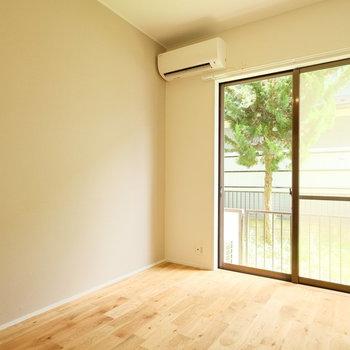 緑の見える優しい雰囲気のお部屋!