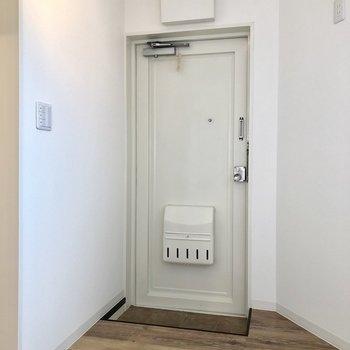 玄関。靴箱はお気に入りのものを用意しましょう◎※写真は前回募集時のものです