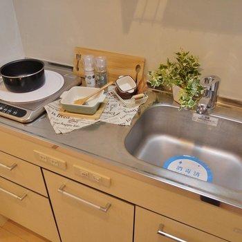 調理スペースもしっかり確保!!。※写真は類似間取り別部屋のものです