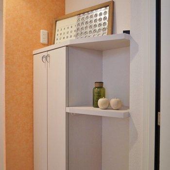 玄関のちょっとした棚が嬉しい◎※写真は類似間取り別部屋のものです