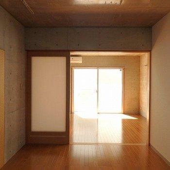 玄関側から全体を・・・※1階別部屋同間取りのお部屋の写真です。