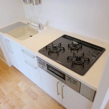 3口コンロでグリルつき!オリジナルのキッチンなので、デザインのこだわりもふんだんに!
