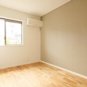 【イメージ】仕切りとアクセントクロスのある寝室に!書斎にも良さそうですね。