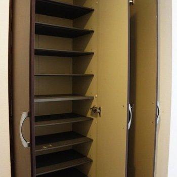 靴箱は大容量※写真は同間取り別部屋のもです。