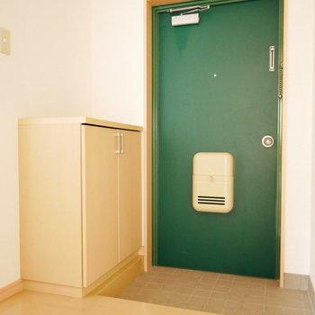 玄関の緑がなんともかわいらしい