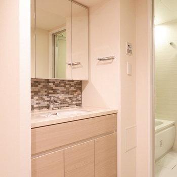 洗面台ビッグサイズ!※写真は12階の同じ間取りの別部屋です。