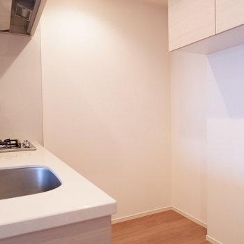 キッチンスペース広め。※写真は12階の同じ間取りの別部屋です。