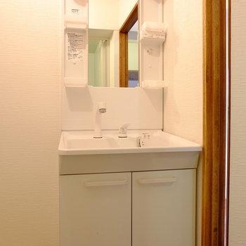 洗面台も独立がうれしい。