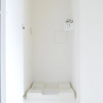 洗濯機置場は普段隠せます。