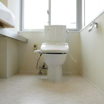 脱衣所にトイレです。