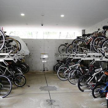 一戸一台無料の駐輪場もあります。