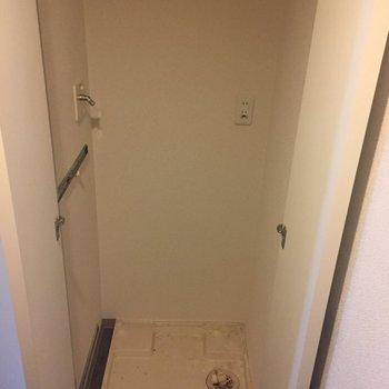 洗濯機は扉で隠しちゃいましょ〜※写真はクリーニング前になります。
