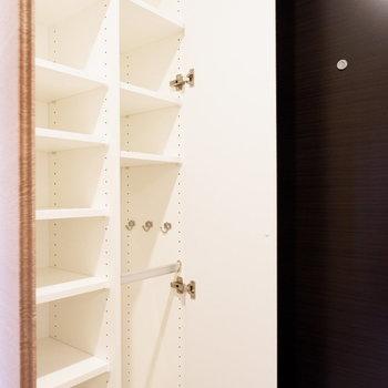 シューズボックスは大容量◎※4階の同じ間取り別部屋の写真