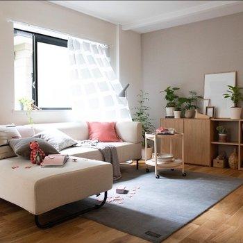 こんな大きなソファをおいちゃったりして!※家具はイメージです