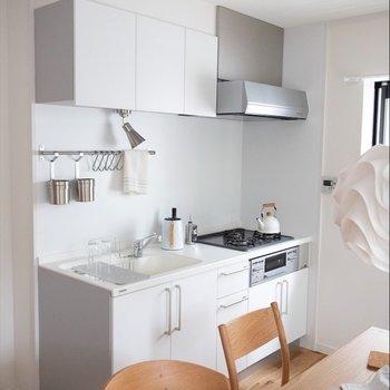 白のオリジナルキッチン♪収納力たっぷりです※家具はイメージです