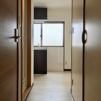 お風呂とトイレの向かいにある木戸を開けると…