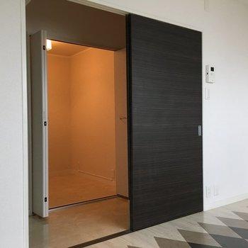 廊下にはクローゼットがあります。
