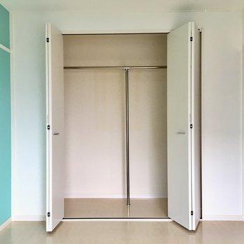 2部屋目も6帖。玄関側の洋室です。