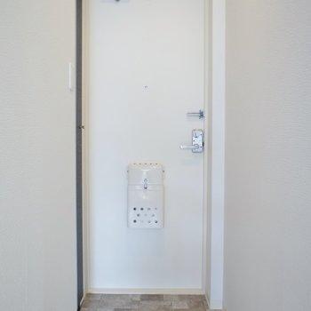 玄関は少し狭いです