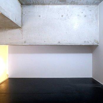 ロフト。コンクリートと黒の相性抜群
